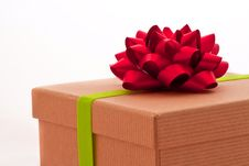 Free Red Bow On Present Box With Green Ribbon Royalty Free Stock Photos - 15947048