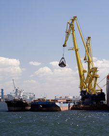 Crane Unloading A Cargo Ship Royalty Free Stock Image