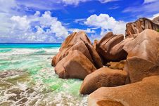 Free Stones On Tropical Beach Royalty Free Stock Images - 15951249