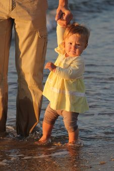 Free Child Walks Stock Images - 15955774