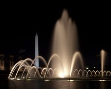 Free World War II Memorial Fountains At Night Stock Images - 15965544
