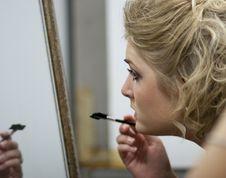 Free Applying Makeup Royalty Free Stock Images - 15966409