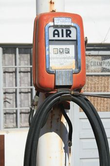Free Olde Garage Air Pump Stock Image - 15971801
