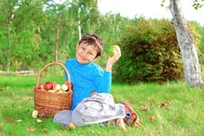 Free Little Boy With Apples Stock Photography - 15973632