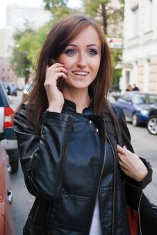 Free Beautiful Young Woman Talking On Mobile Phone Royalty Free Stock Photos - 15974038