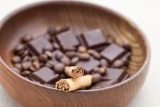 Free Cinnamon Sticks With Chocolate And Coffee Beans Royalty Free Stock Images - 15980029