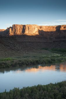 Free Green River Sunrise Royalty Free Stock Photo - 15980705