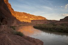 Free Green River Sunrise Royalty Free Stock Images - 15980709