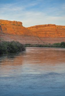 Free Green River Sunrise Royalty Free Stock Images - 15980759
