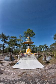 Free Budda In Phu-kradung Royalty Free Stock Photos - 15981668
