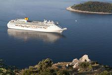 Free Luxury White Cruise Ship Stock Images - 15984784
