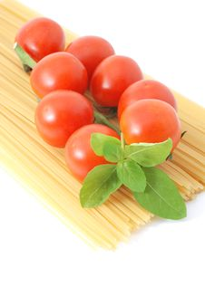 Free Spaghetti With Tomatos And Basilikum Royalty Free Stock Images - 15985979