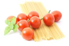 Free Spaghetti With Tomatos And Basilikum Royalty Free Stock Photography - 15986027
