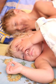 Free Two Sleeping Kids Royalty Free Stock Photos - 15986848