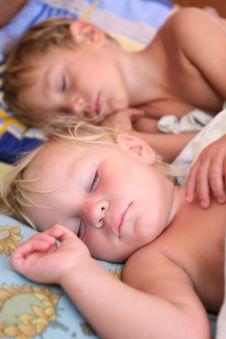 Free Two Sleeping Kids Stock Photography - 15986852