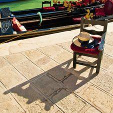 Free Gondola Driver Waiting Chair At Venice, Italy Stock Photo - 15988620