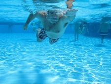 Free Swimming Underwater Photo Royalty Free Stock Images - 15988909
