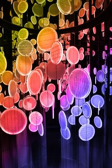 Free Colorful Reflective Plates Royalty Free Stock Photography - 15989407
