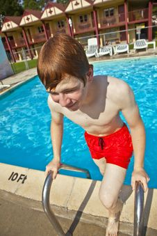 Free Child Has Fun In The Pool Royalty Free Stock Images - 15992929
