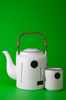 Free White  Teapot And Cup On  Green Royalty Free Stock Photos - 15993868