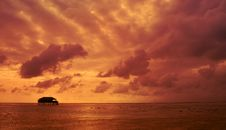 Free Tropical Sunset Royalty Free Stock Images - 15995429