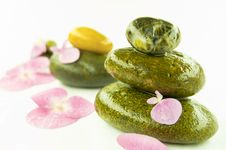 Free Zen Stones And Pink Flower Royalty Free Stock Photos - 15996308