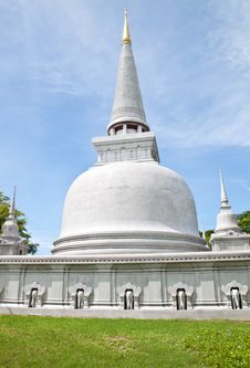 Free Thai Pagoda Royalty Free Stock Photo - 15997275