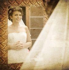 Free Bride Looking Into Mirror Royalty Free Stock Image - 15998586