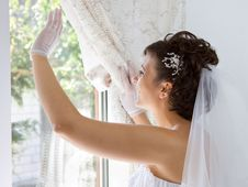 Free Bride In Window Royalty Free Stock Photos - 15998588