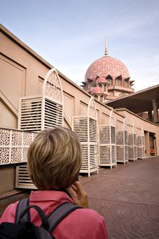 Free Tourist At Putra Mosque In Putrajaya, Malaysia Royalty Free Stock Image - 1605186