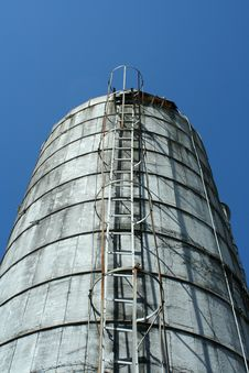 Free Looking Up A Grain Silo Royalty Free Stock Photography - 16003787