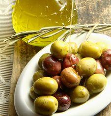 Free Olives Royalty Free Stock Photo - 16008765