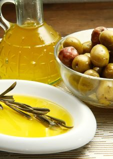 Free Olives Oil Royalty Free Stock Photography - 16008817