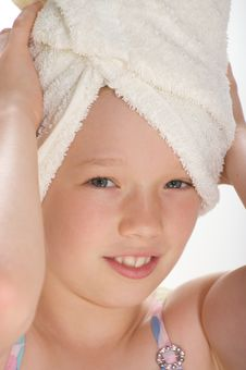 Free Young Girl With Towel Royalty Free Stock Images - 16009239