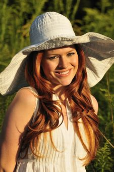 Free Redhead Woman Smiling Royalty Free Stock Photography - 16010887