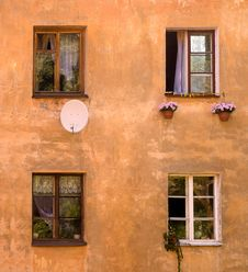Free Old House Windows Stock Images - 16011544