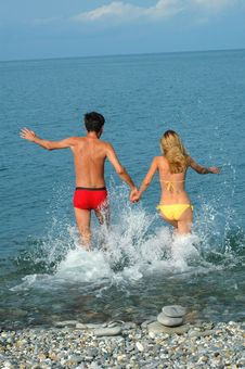 Free Young Couple Run In Water Royalty Free Stock Photography - 16011997