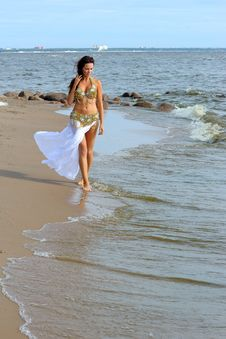 Free Beautiful Young Girl Walking On Beach Royalty Free Stock Images - 16012899