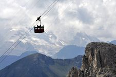 Free Passenger Ropeway Royalty Free Stock Photo - 16021045