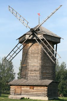 Old Wooden Windmill In Suzdal Royalty Free Stock Photography