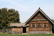 Free Old Wooden House In Suzdal Royalty Free Stock Images - 16033859