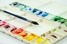 Free Palette And Paintbrush Royalty Free Stock Photography - 16034187