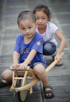 Free Asian Boy And Girl Royalty Free Stock Photos - 16037398