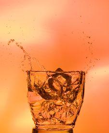 Free Splashing Whisky Royalty Free Stock Images - 16049219