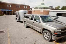 Free Truck And Stock Trailer At Veterinary Clinic Stock Photo - 16049900