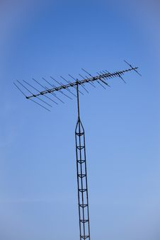 Free Analog Television Antenna And Tower Royalty Free Stock Photos - 16052428