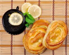 Free Sweet Buns, Lemon And Tea Royalty Free Stock Photography - 16054117