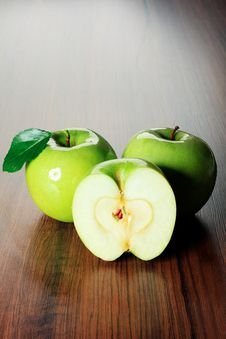 Free Fresh Apples Royalty Free Stock Image - 16055946