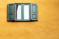 Free Green Windows On Orange Wall Royalty Free Stock Images - 16062179