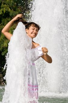 Free Happy Young Girl In The Fountain Royalty Free Stock Photos - 16062268